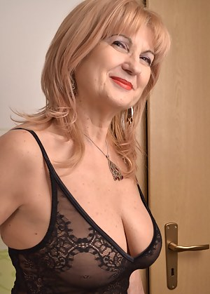 Free Non Nude Moms Porn Pictures