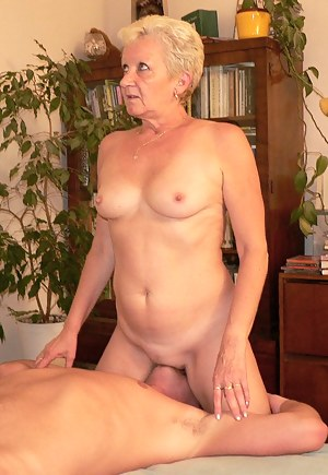 Free Short Hair Moms Porn Pictures