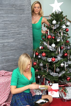 Free Moms Christmas Porn Pictures