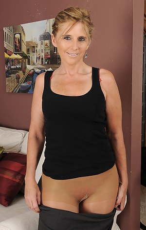 Free Pantyhose Moms Porn Pictures